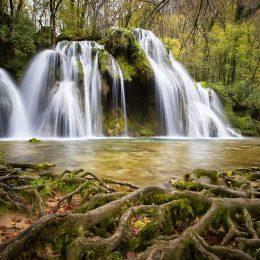 cascade-1144119_1280
